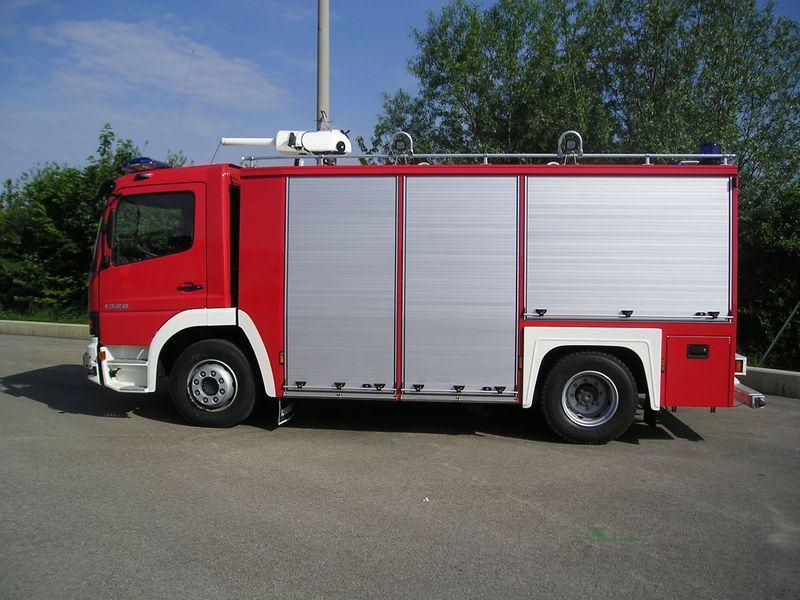 Xe chữa cháy công nghiệp bằng bột khô9