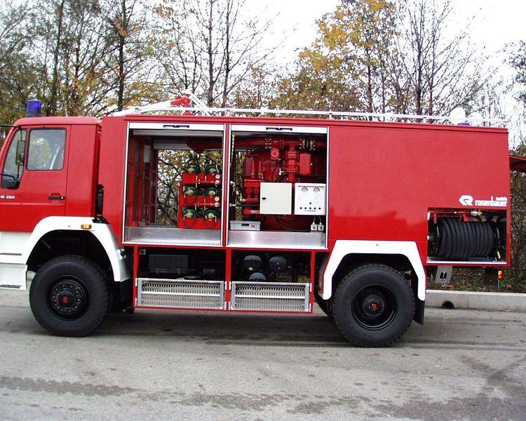 Xe chữa cháy công nghiệp bằng bột khô6