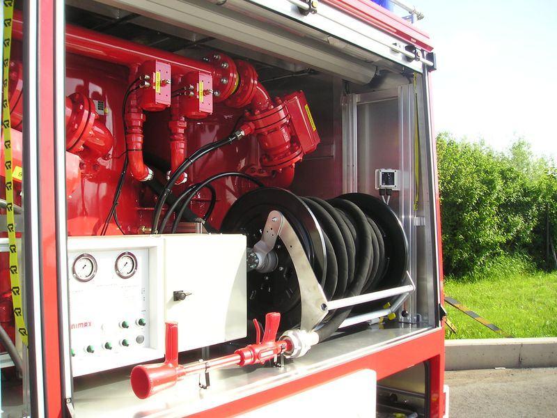 Xe chữa cháy công nghiệp bằng bột khô3