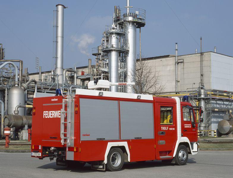Xe chữa cháy công nghiệp bằng bột khô4