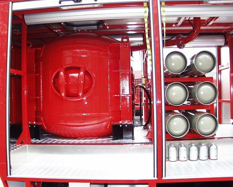 Xe chữa cháy công nghiệp bằng bột khô7