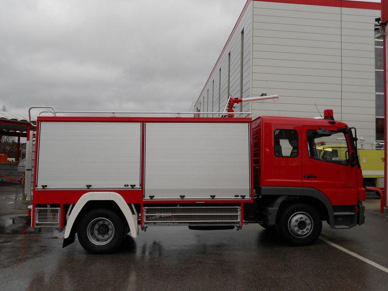 Xe chữa cháy công nghiệp bằng bột khô8