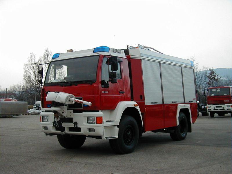 Xe chữa cháy công nghiệp bằng bột khô5