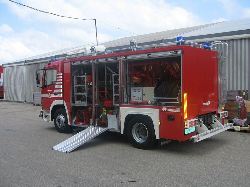 Xe chữa cháy công nghiệp bằng bột khô2
